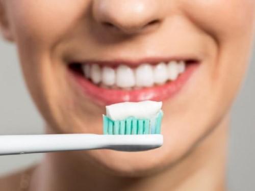 chăm sóc răng sau khi bọc sứ
