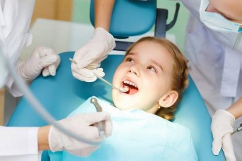 kiểm tra răng miệng
