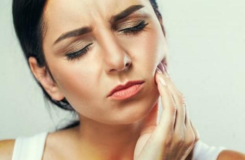đau nhức do mọc răng số 8