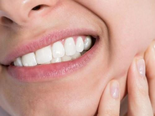 đau nhức do mọc răng khôn