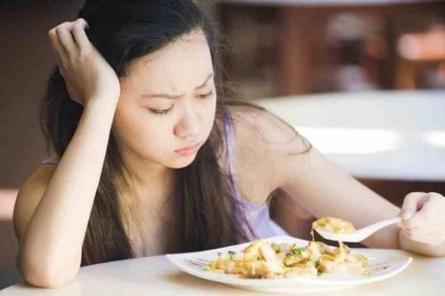 gãy răng ảnh hưởng ăn uống