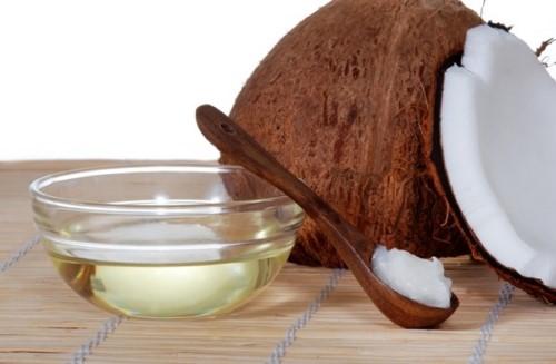 làm trắng răng tại nhà với dầu dừa