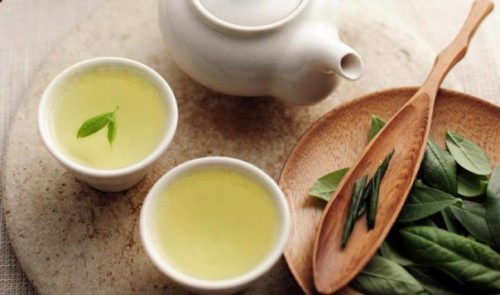 khử mùi tỏi với trà xanh