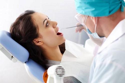 thăm khám răng miệng