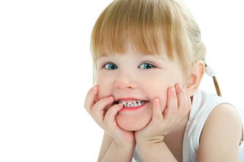 răng trẻ bị thưa