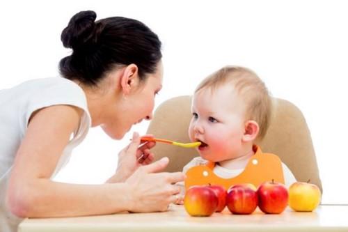 chăm sóc răng miệng cho bé