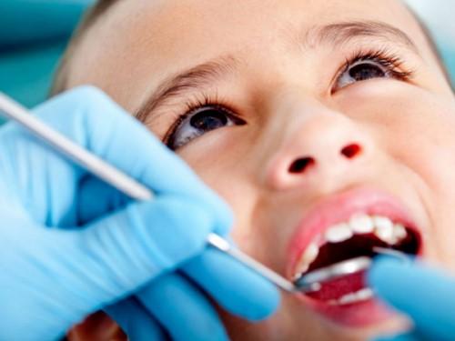 điều trị răng miệng trẻ em