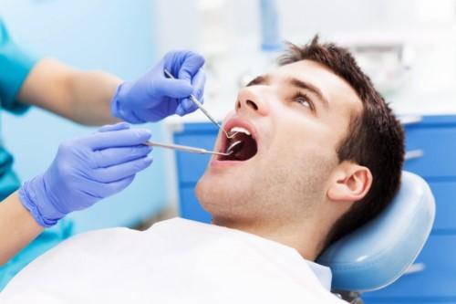 thám khám răng miệng
