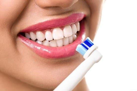 Đánh răng đều đặn 2 lần/ngày