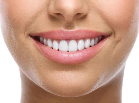 2 răng cửa to