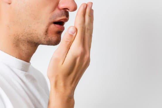 Hiện tượng hơi thở có mùi hôi khó chịu