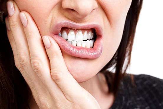 răng hàm số 8 mọc lệch