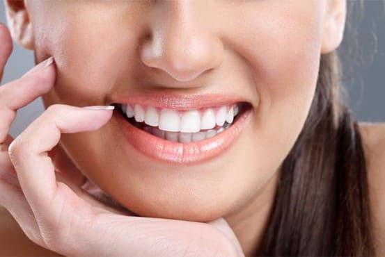 làm răng sứ bắc cầu