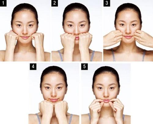 Thực hiện các bài tập massage mặt