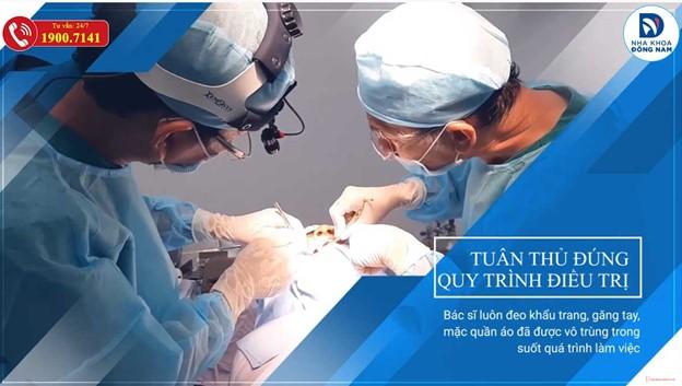 Đội ngủ y bác sĩ khám bệnh tuân thủ quy trình điều trị của BYT